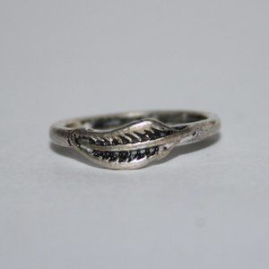 Beautiful silver leaf feather ring 3.5